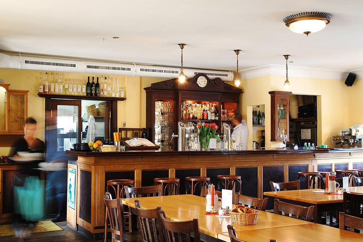 restaurant-gastraum-bar-innen-wirtshaus-zamdorfer-slide-1200-001